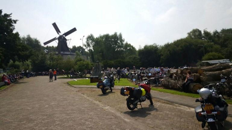 De-toertocht-van-de-International-Windmill-Rally-startte-in-Gieten-foto-Nico-Swart-RTV-Drenthe