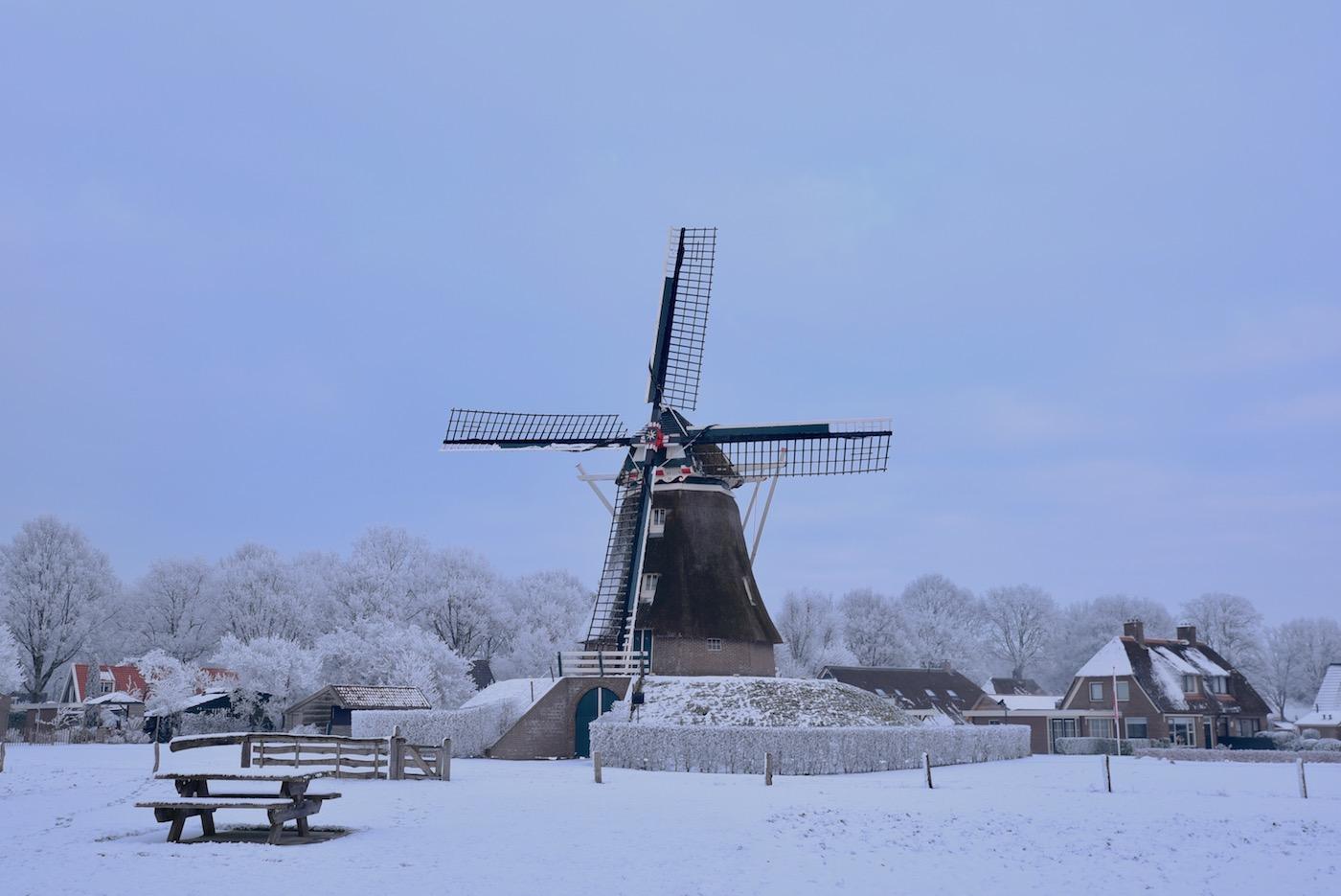 Molen Jantina Helling Aalden in de sneeuw