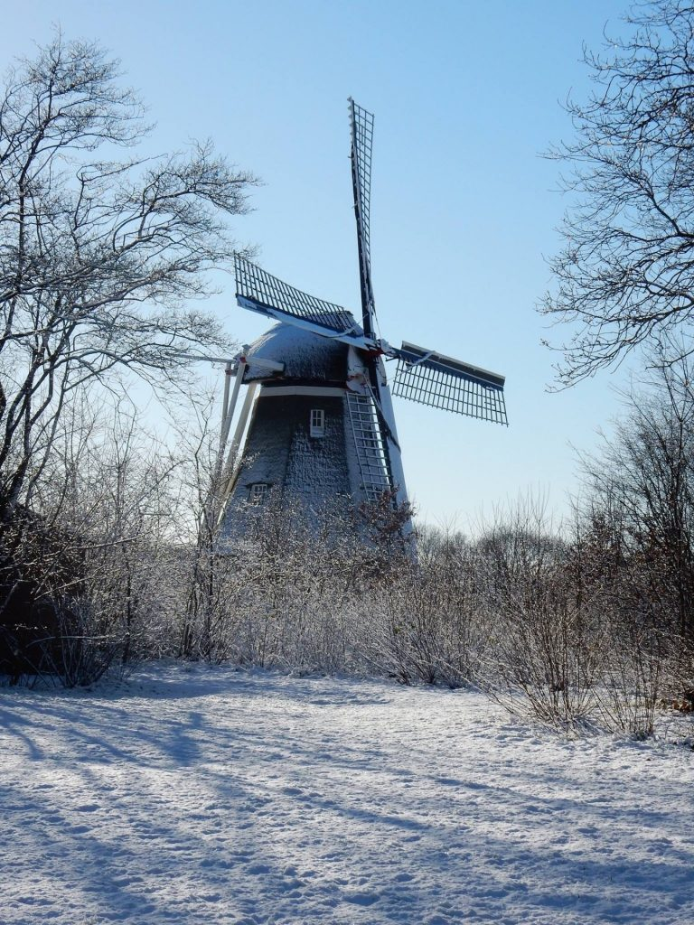 Molen de Zaandplatte Ruinen in de winter