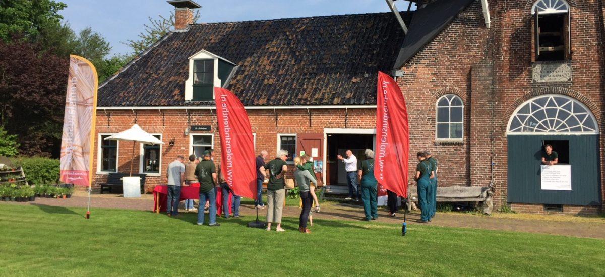 Presentatie van de Drentse molentocht bij Woldzigt Roderwolde